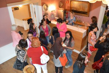 Mingling på Ladies Night 11. juni 2013, første kveld i møteserien på Rosenkilden