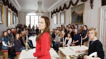 Ungdommene ved ungdommens nasjonalforsamling i 2010, samlet i den historiske grunnlovssalen på Eidsvoll. Foto: Barneombudet