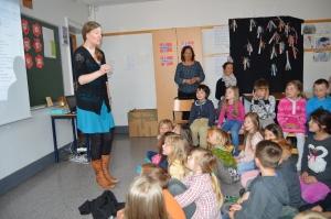 Lærerne Susanne Rodvelt Haugland, dirgent, Camilla Gathe og Marthe Svendsen  hadde sammen med elevene øvd inn mange fine sanger som de fremførte.