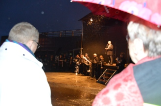 Ordfører Stanley Wirak med åpningstale på arranggementet på Sandnes gamle havn.  Foto: B. Møen